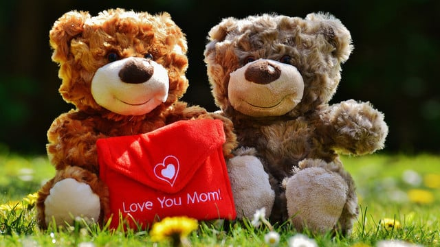 Make Your Mom Feel Special with Apps for Mother's Day