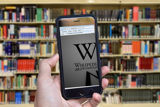 The Best Apps for Reading Wikipedia on iOS