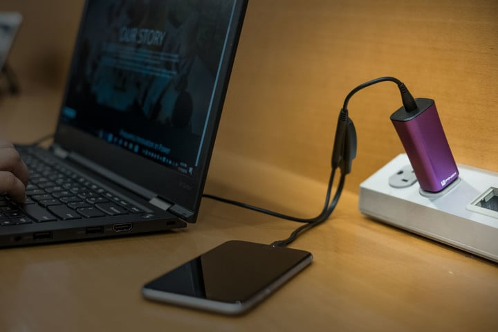 Finsix Dart can charge both a laptop and iPhone