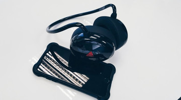 Wireless LIVV Headphones Have A Built-In 8GB MP3 Player
