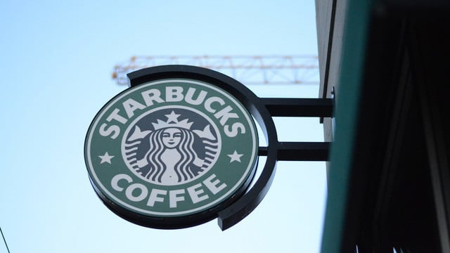 Starbucks Fans Can Soon Send Gifts Using iMessage, Apple Pay