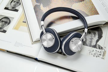 Master & Dynamic's MW60 Wireless Headphones Now Available in Blue