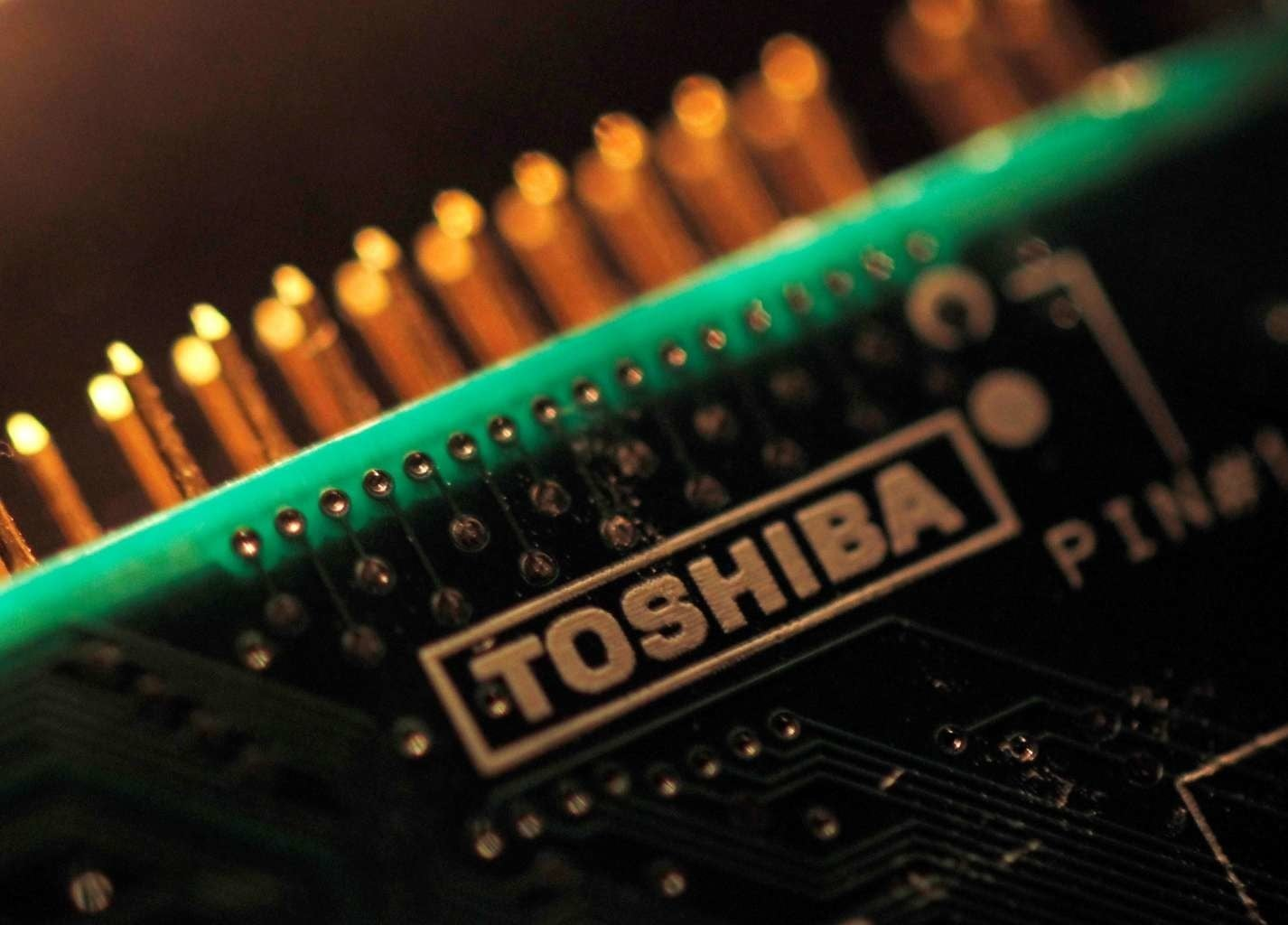 Apple Inc. (AAPL) Reportedly Holding Up Toshiba Chip Unit Deal