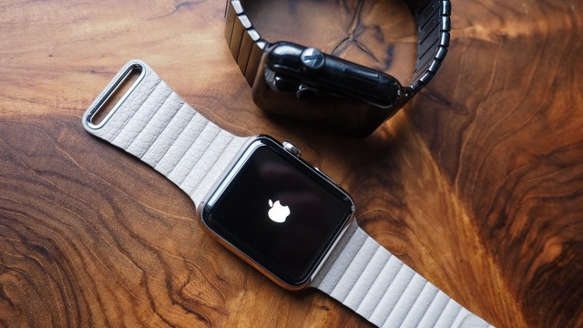 Why A Die-Hard Mechanical Watch Lover Can't Get The Apple Watch Off His Wrist